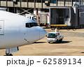 タキシング中の飛行機 62589134