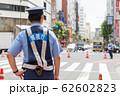 交通整理を行う警察官イメージ 62602823
