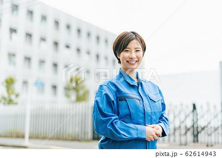 工場 製造 女性 62614943