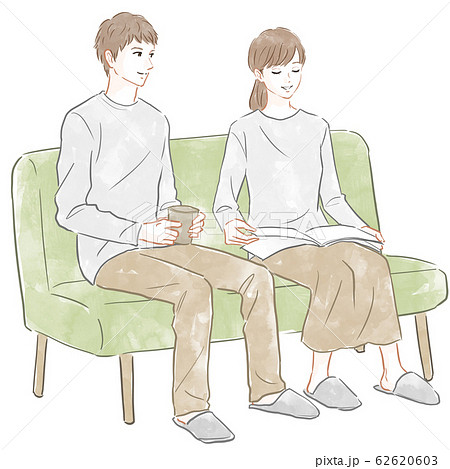 ソファに座る男女 62620603