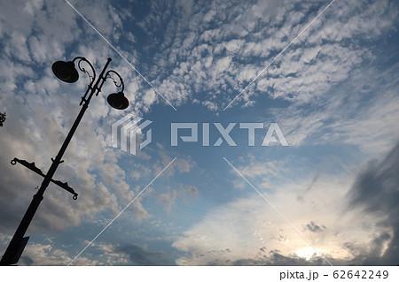 街灯と青空 62642249