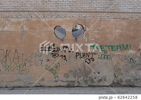 ミラーの付いた壁 62642258