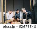 将棋をするシニア男性 62676548