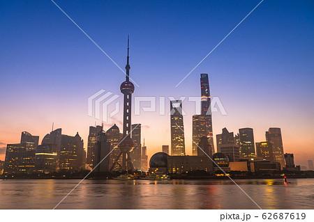 《上海》外灘の夜明け・陸家嘴の摩天楼 62687619