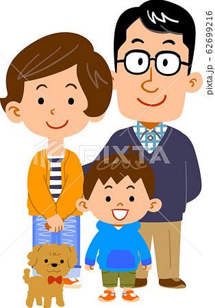 幸せそうな3人家族とペット 62699216