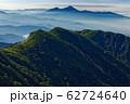 飯豊本山から見る磐梯山と朝の山並み 62724640