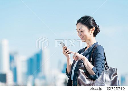 ビジネス 若い女性 62725710