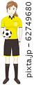 サッカーボールを持った審判 62749680