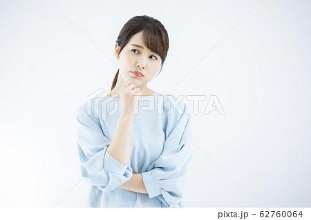 若い女性 ビューティー 62760064