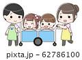 お散歩カーに乗る子供と引率する先生 62786100