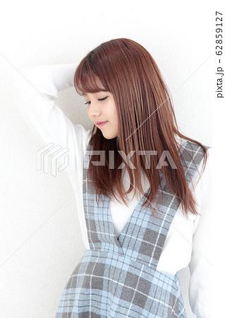 若い女性 ヘアスタイル 62859127