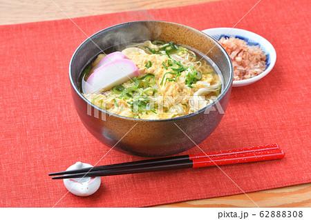 注意 )湯気は合成です。煮麺(にゅうめん、温かい汁の素麺、ソーメン、そうめん)かき玉汁。 62888308