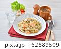 エビピラフ、海老とマッシュルームのピラフ、洋風バター・コンソメ味の炊込みご飯。オニオンスープ添え。 62889509