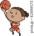 バスケット レイアップシュート 黒人 女子 62899573