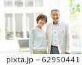 シニアカップル ポートレート 夫婦 ファミリーイメージ 62950441
