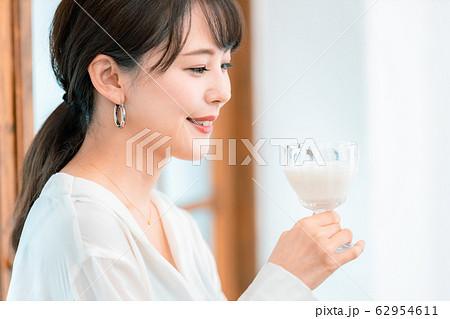 女性 腸活 免疫力 乳製品 ヨーグルト 62954611
