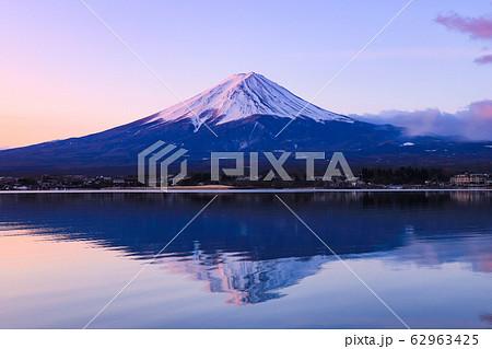逆さ富士 河口湖 62963425