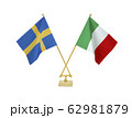 二つの国の卓上国旗 62981879