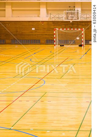 2月吉川市総合体育館 小学生ハンドボール会場  63009414