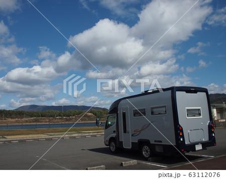 キャンピングカーのある風景 perming写真素材 63112076