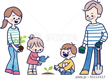 植樹活動をする家族 63113317