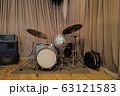 ジャズクラブのドラムセット(ビンテージ) 63121583