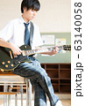 男子高校生 ギター 軽音部 63140058