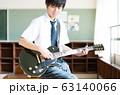 男子高校生 ギター 軽音部 63140066