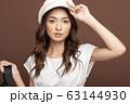クールな女性のファッションポートレート 63144930