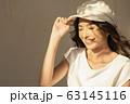 クールな女性のファッションポートレート 63145116