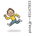 ジャンプする子供A_3(男の子) 63147853