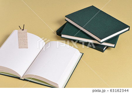 白いページの本 63162344