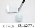 ゴルフボールとクラブ 63182771