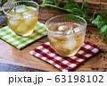 冷たい麦茶(コースター付き) 63198102