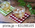 冷たい麦茶(コースター付き) 63198105
