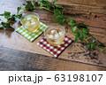 冷たい麦茶(コースター付き) 63198107