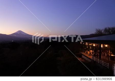 南箱根ダイヤランドの夕焼けと富士山 63198966