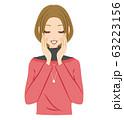 女性 笑顔 嬉しい 照れる 63223156