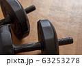 黒い可変重量式アームダンベル 63253278