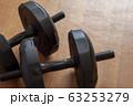 黒い可変重量式アームダンベル 63253279