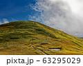 雲湧く初秋の巻機山山頂 63295029