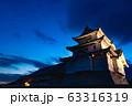 歴史的な日本の城 夕暮れの空  古城 夕焼け  63316319