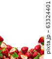 背景-フルーツ-苺-白バック 63324401