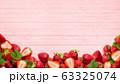 背景-フルーツ-苺-木目-ピンク 63325074