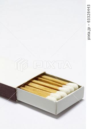 白い清潔感のあるシンプルなマッチ箱【白背景】 63326443