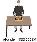 ステーキプレートを食べるシニア男性 テーブル 63329286