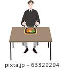 ステーキプレートを食べる若い男性 テーブル 63329294