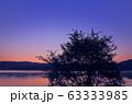 夜明けの余呉湖 63333985