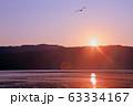 朝の余呉湖 63334167