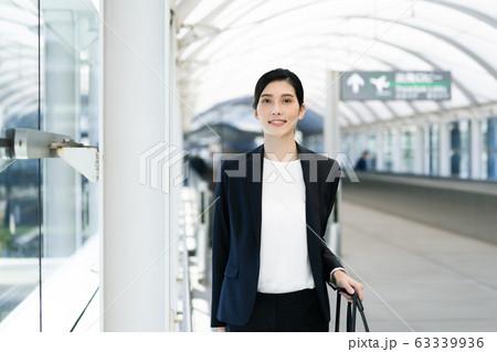 女性 ビジネス 出張 63339936